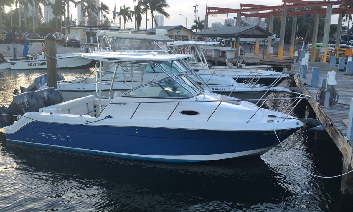 25' Robalo walkaround Miami sightseeing & sandbars
