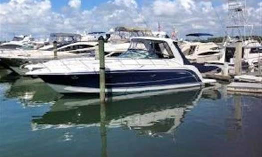 Electric Boat Rental for 6 People in New York