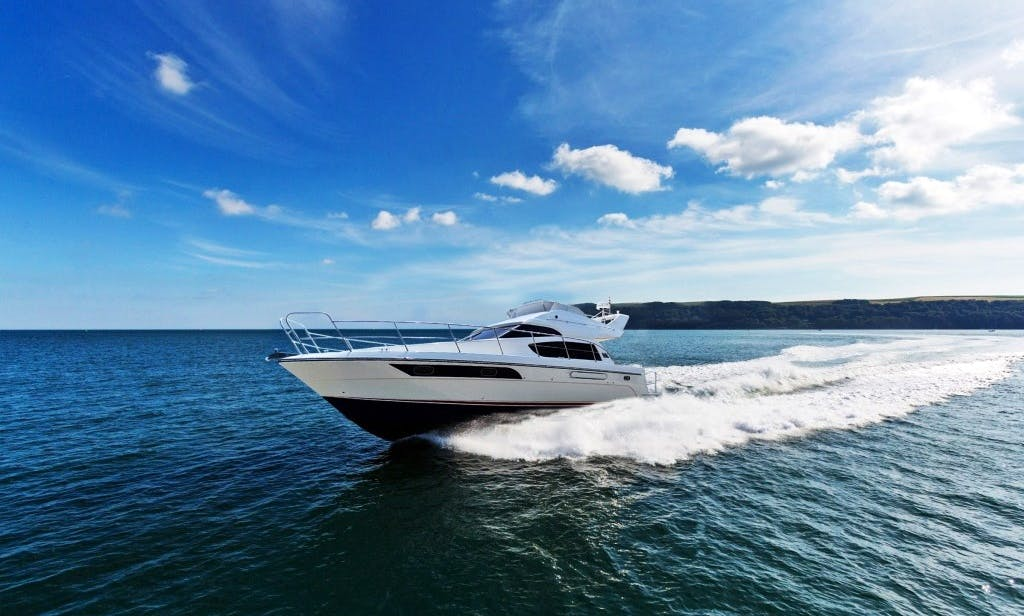 39' Motor Yacht for up 10 People in Taoyuan City, Taiwan