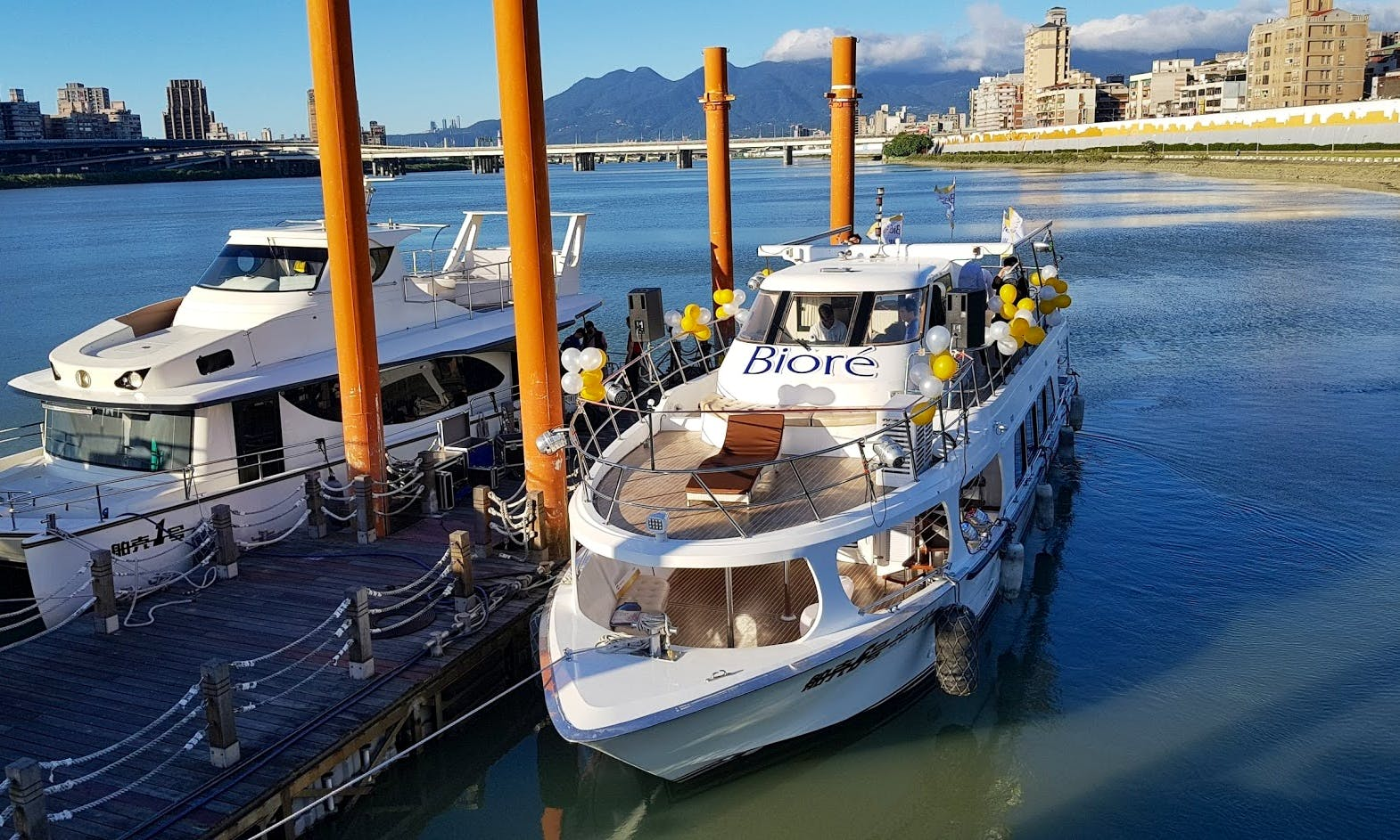 55' Party Boat for 30 people at Taipei Dadaocheng Wharf, Taiwan
