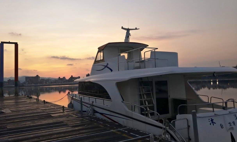 50' Power Mega Yacht in Sanchong District