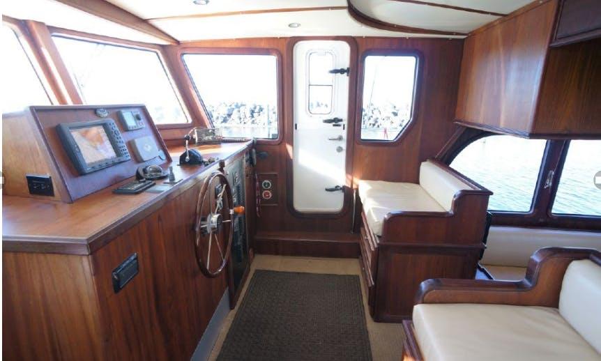 Comfortable, Safe Cruising In Seattle, Lake Union, Lake Washington, Bainbridge Island, Poulsbo and Ballard Locks and beyond.