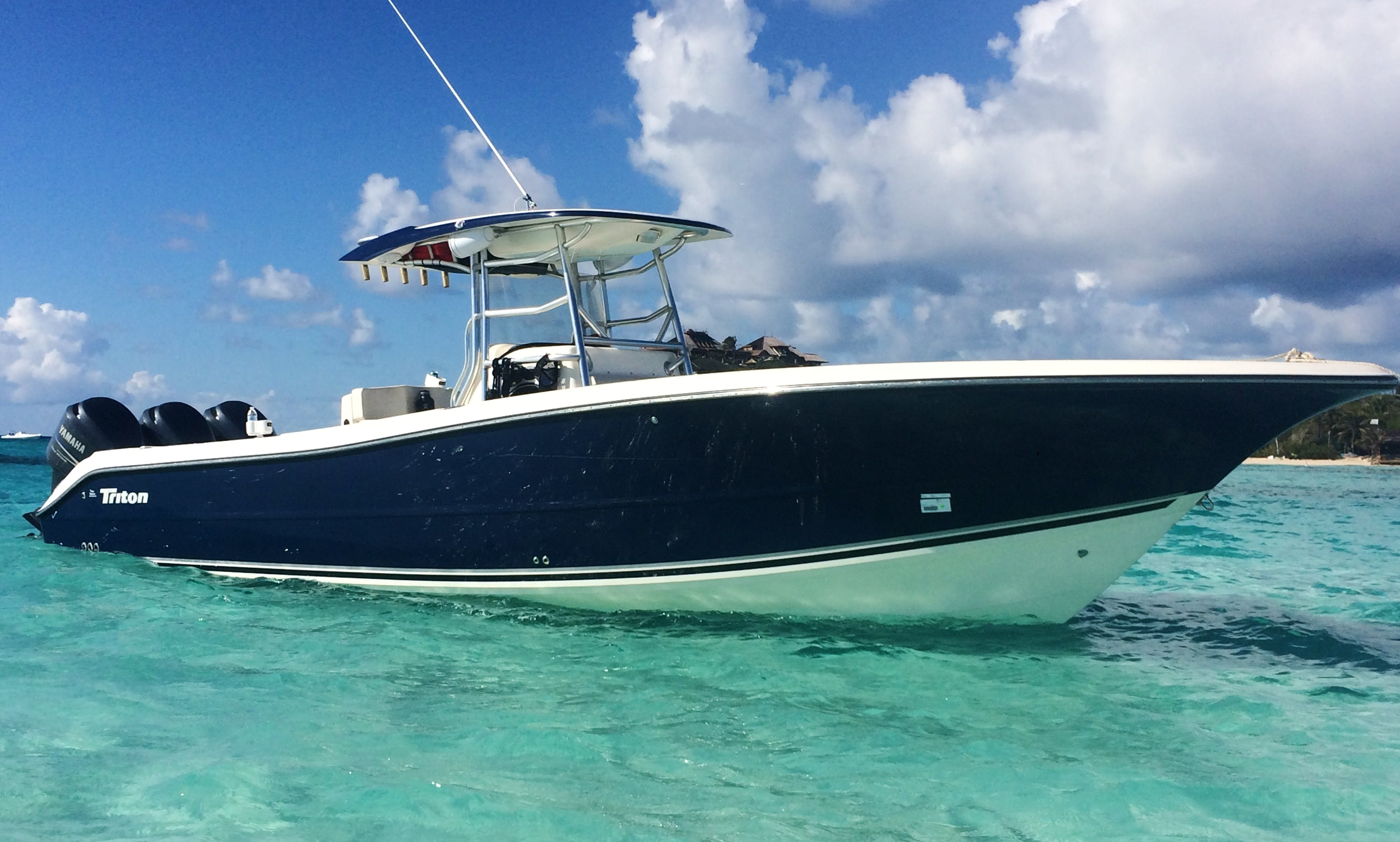 Center Console luxury boat rental in St. Thomas & St, John US Virgin islands