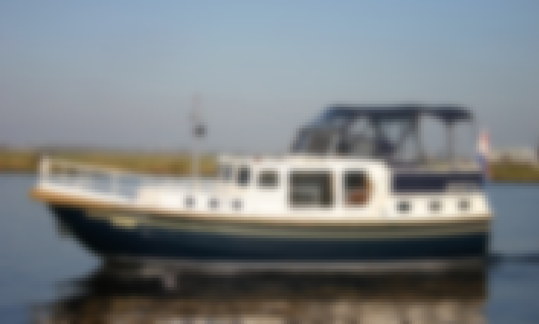 Duetvlet 1040 Motor Yacht Rental in Terherne