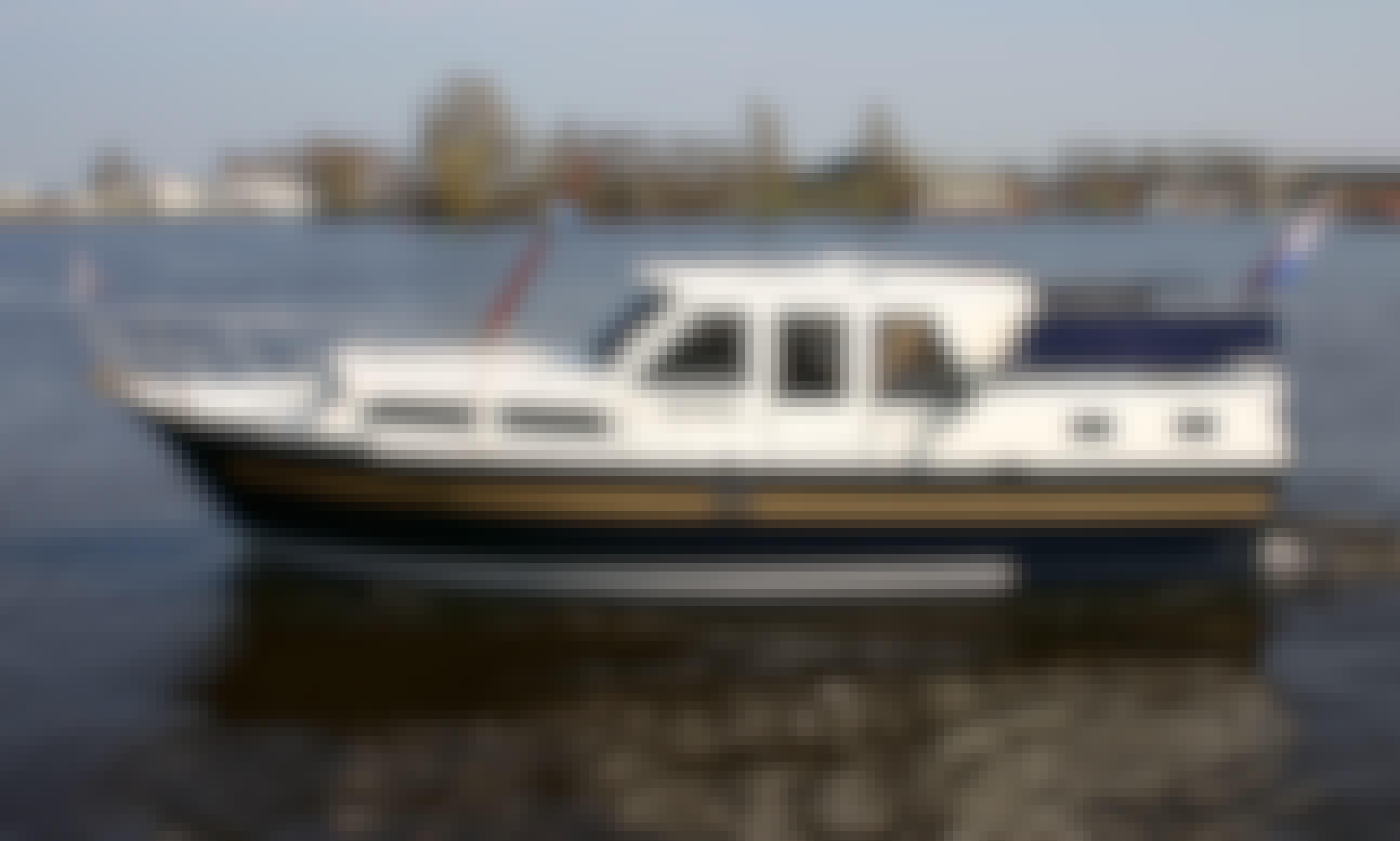 31' Motor Yacht Rental in Terherne