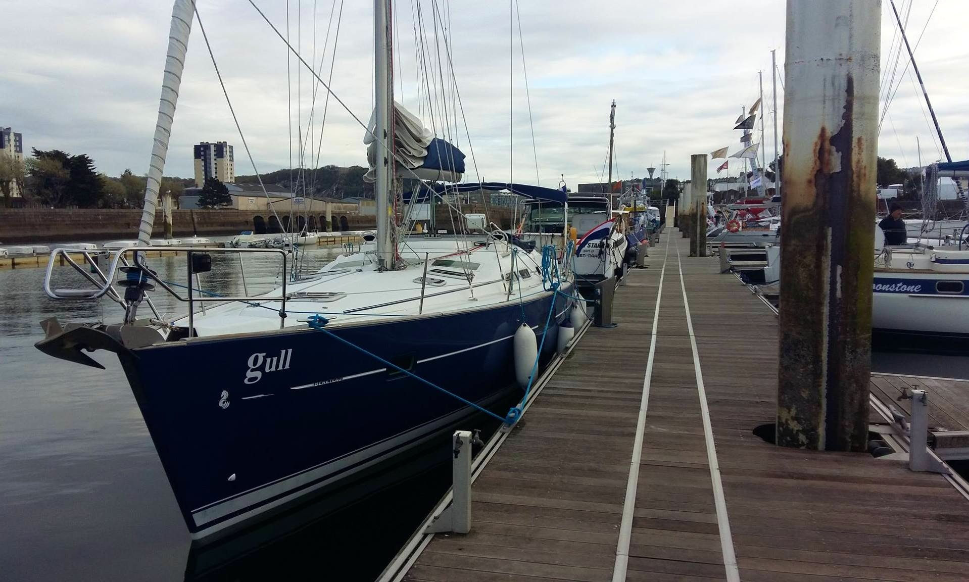 """Oceanis 423 """"Gull"""" Sailboat for 10 People in Southampton"""