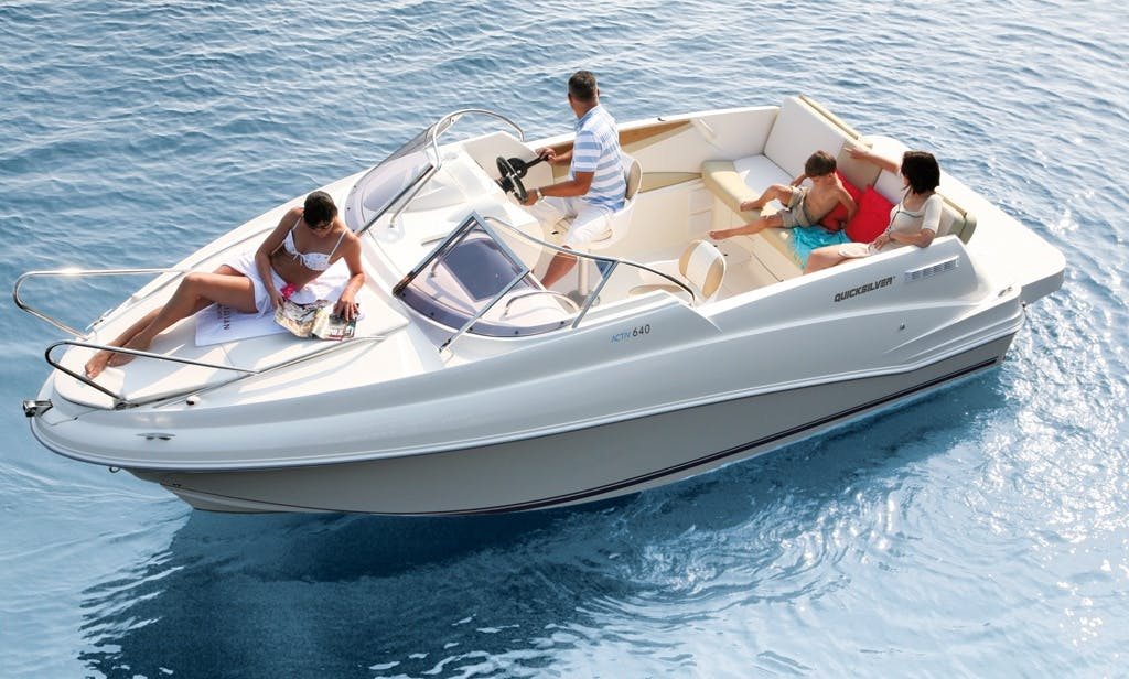Motor yacht for rent in Sandpoint, Idaho