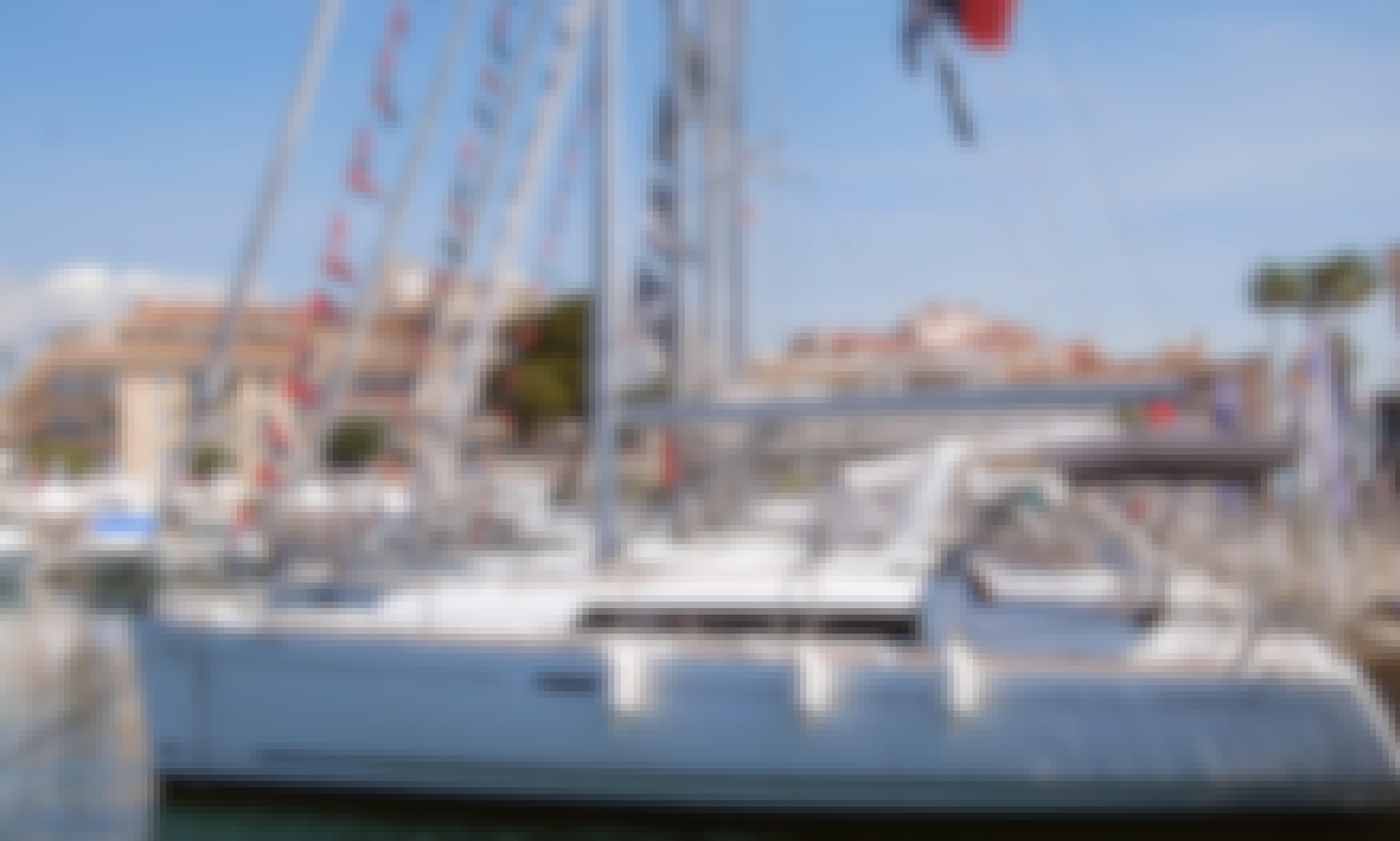 Charter this Beneteau Oceanis 31 Sailboat in l'estartit, Costa Brava.