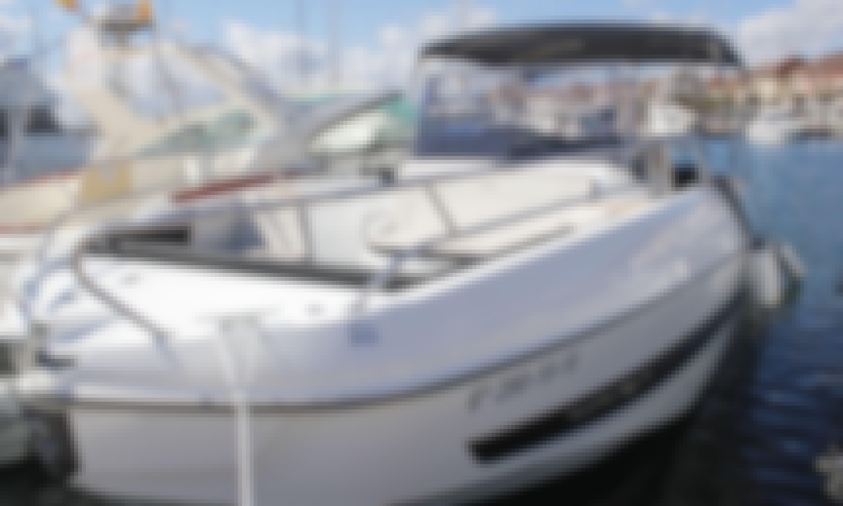 Rent the 2019 model Flyer 8.8 Spacedeck Boat in Cambrils, Catalunya