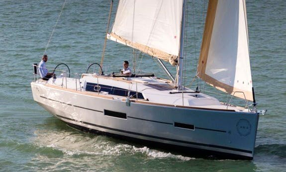 Dufour 382 Grand Large Cruising Monohull Rental In Hamble-le-Rice, England