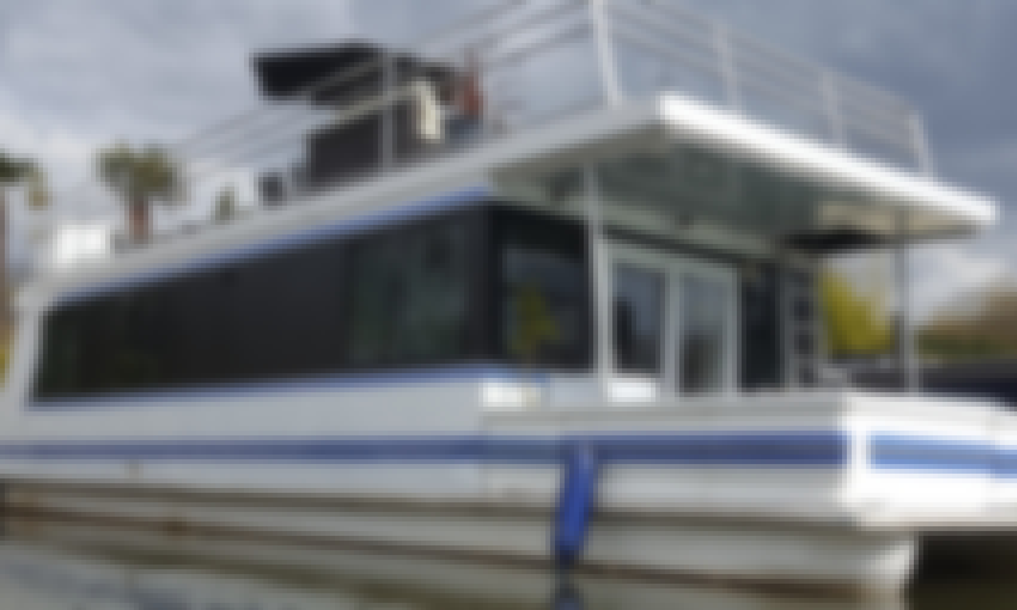 Hot Tub Houseboat Rental for 10 People near Hampton Court, England