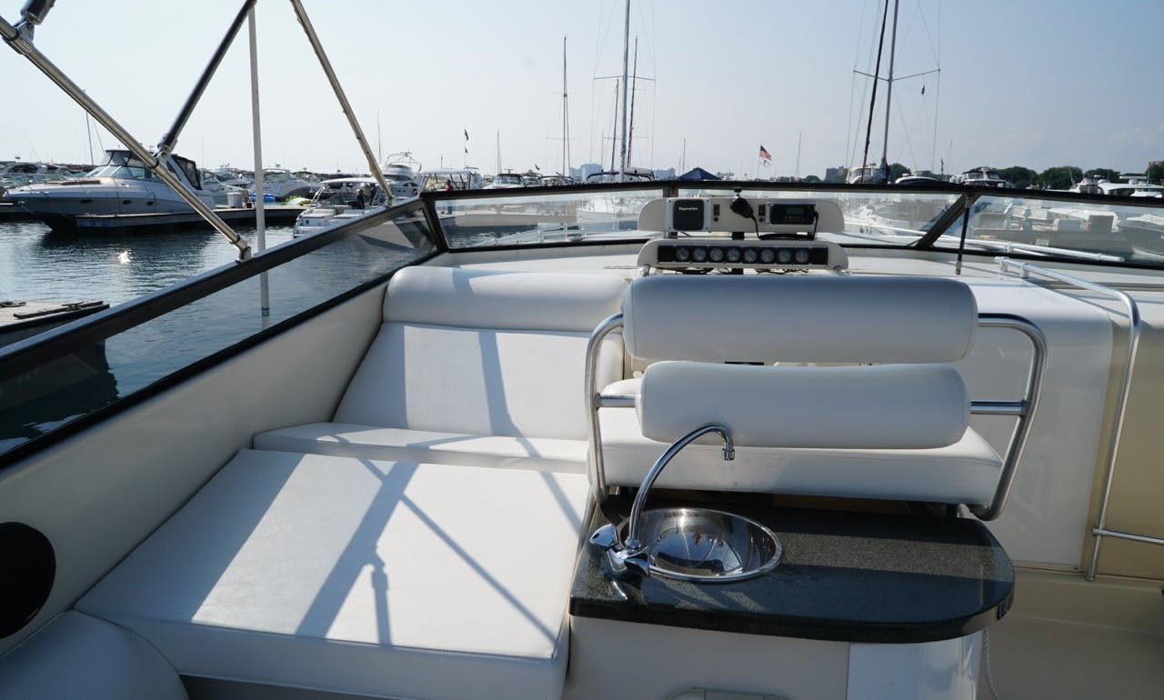 Massive open layout for up to 12 guests! Big boat cheap price!
