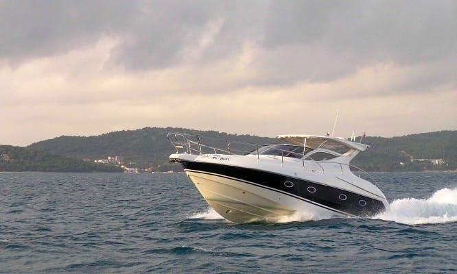 Salpa 39.5 HT Motor Yacht for 12 People. Rent this yacht in Bibinje!