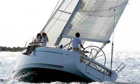 Dufour 34 Ev Cruising Monohull Rental In La Trinité-sur-Mer, France