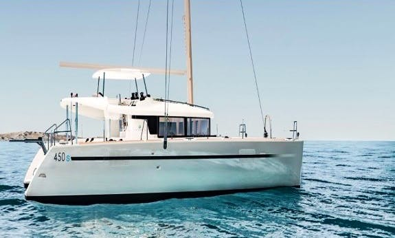 Lagoon 450 Sportop Cruising Catamaran Rental In La Trinité-sur-Mer, France