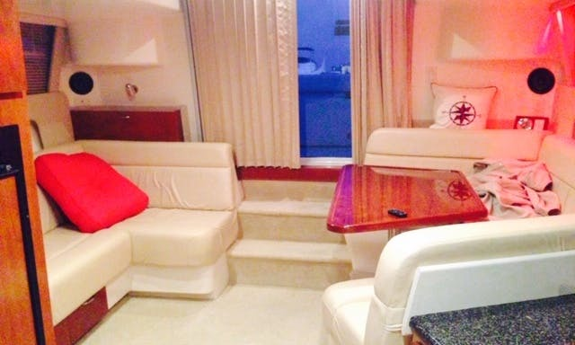 """37ft """"JUST RIGHT"""" Boutique Vessel Charters Chicago Illinois ⚓️"""