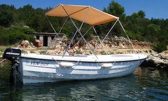 Ven 501 Powerboat Rental in Marina