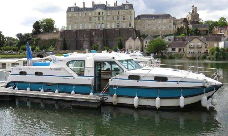 Canal Boat to explore Anjou (8/10 persons)