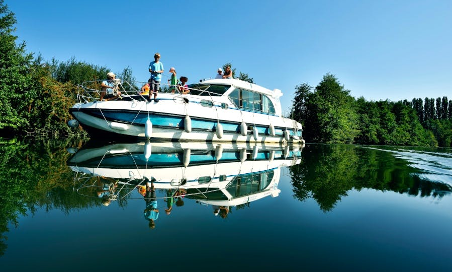 Canal Boat to explore Anjou (6/10 persons)