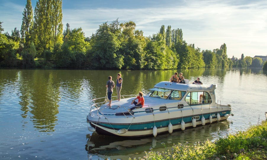 Canal Boat to explore Anjou (8/12 persons)