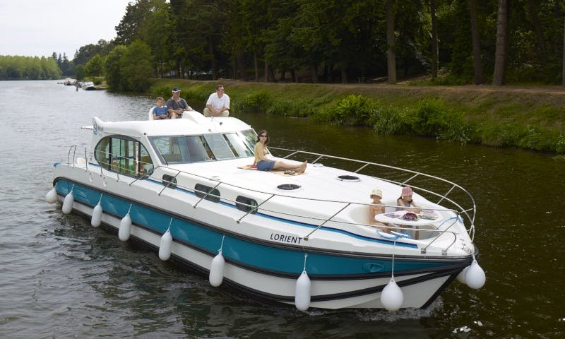 Canal Yacht to explore Anjou (6/8 persons)