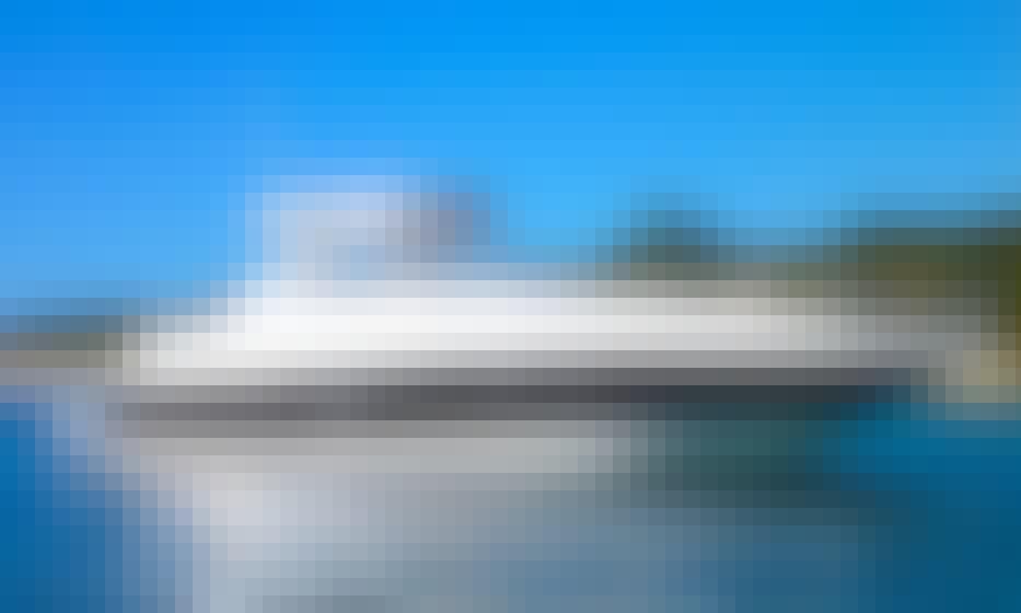 Beautiful 40ft Regal Commodore in Miami Beach