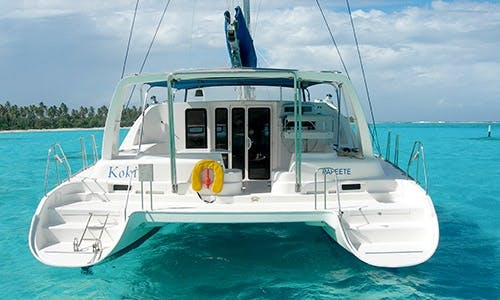 Beautiful 2003 Leopard Sailing Catamaran Rental in Tema'e, French Polynesia