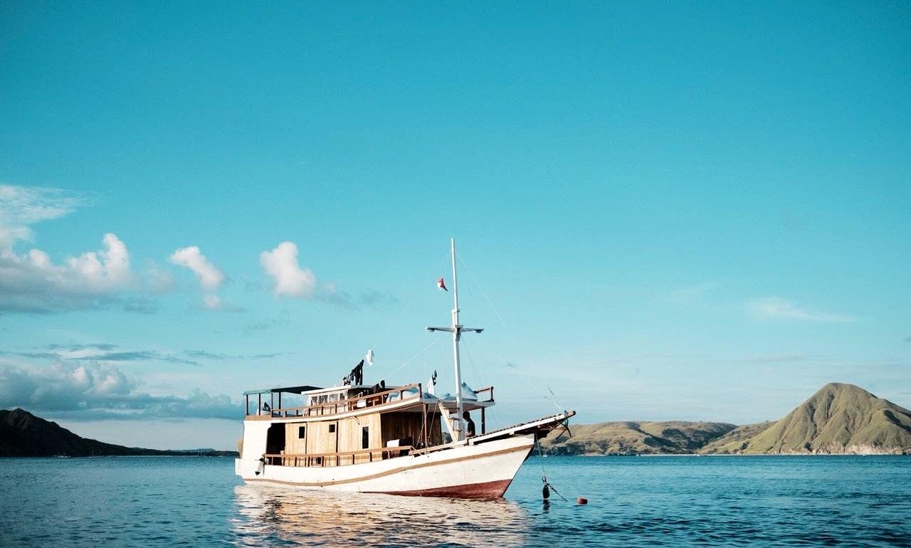 Komodo Journey - Gina Liveaboard 6-10 Person   GetMyBoat