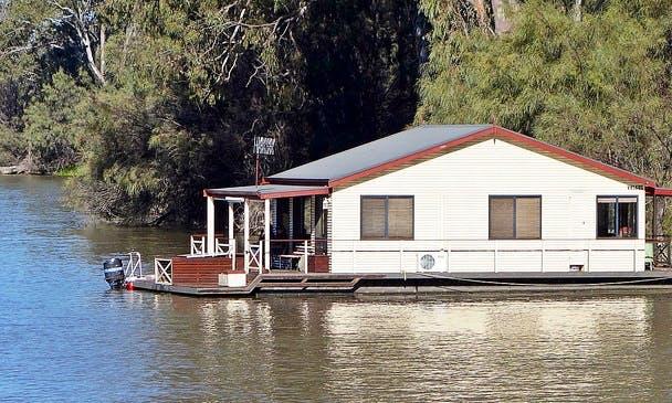 Canal Boat rental in Igloolik