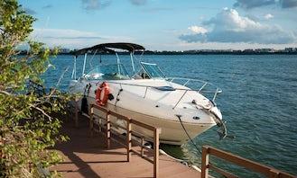 Explore Singapore On A Beautiful Motor Yacht!