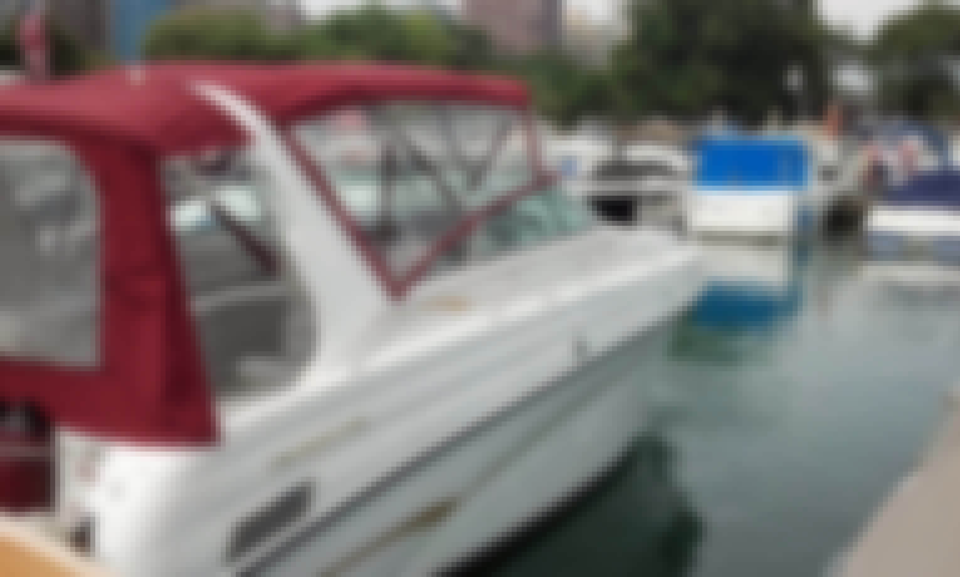 Perfect 30ft Cruiser for a great day on the lake *** Monday 9/30 80 degree weather****             lets go boating!!