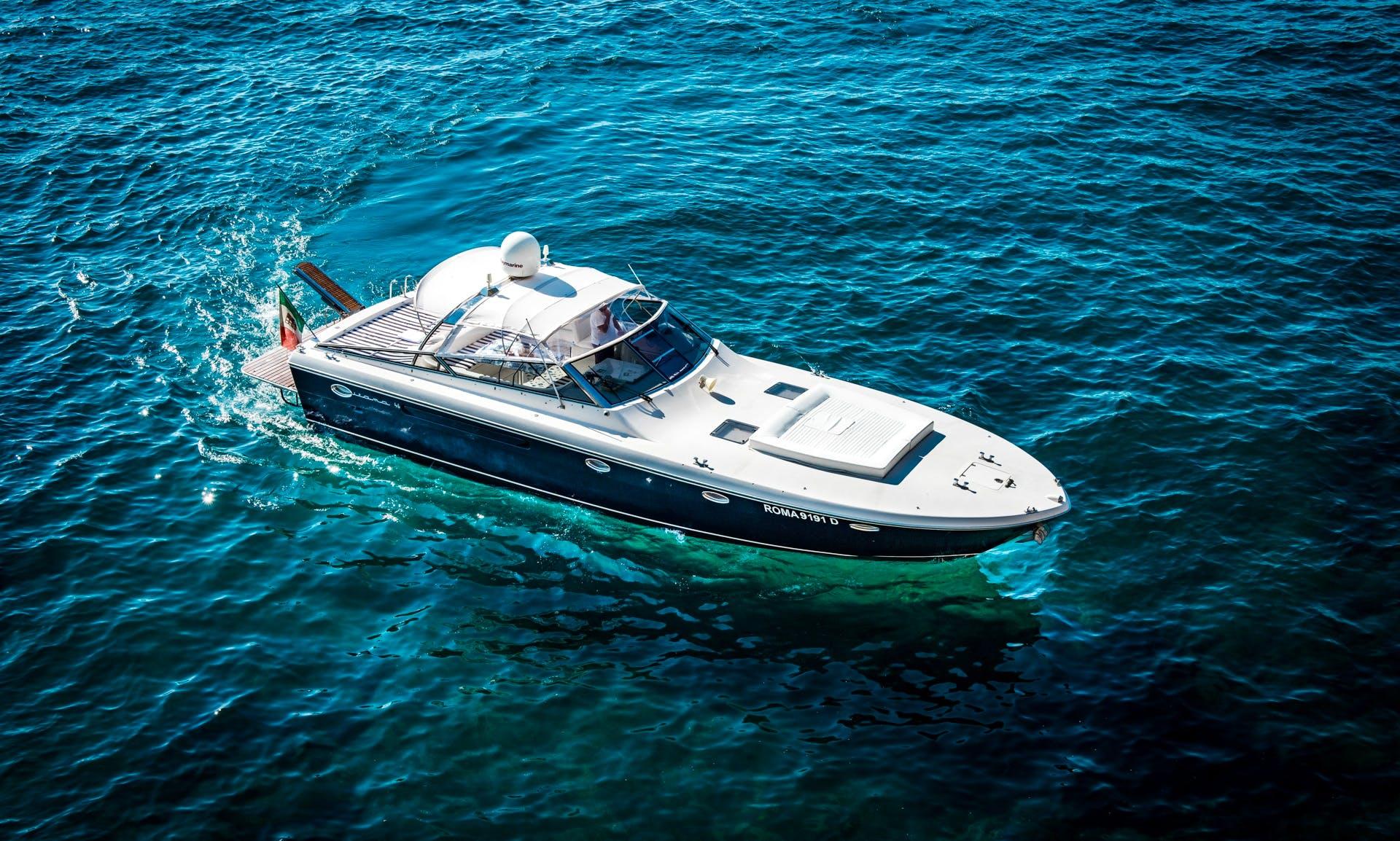 Motor Yacht rental - Itama 46 in Sorrento