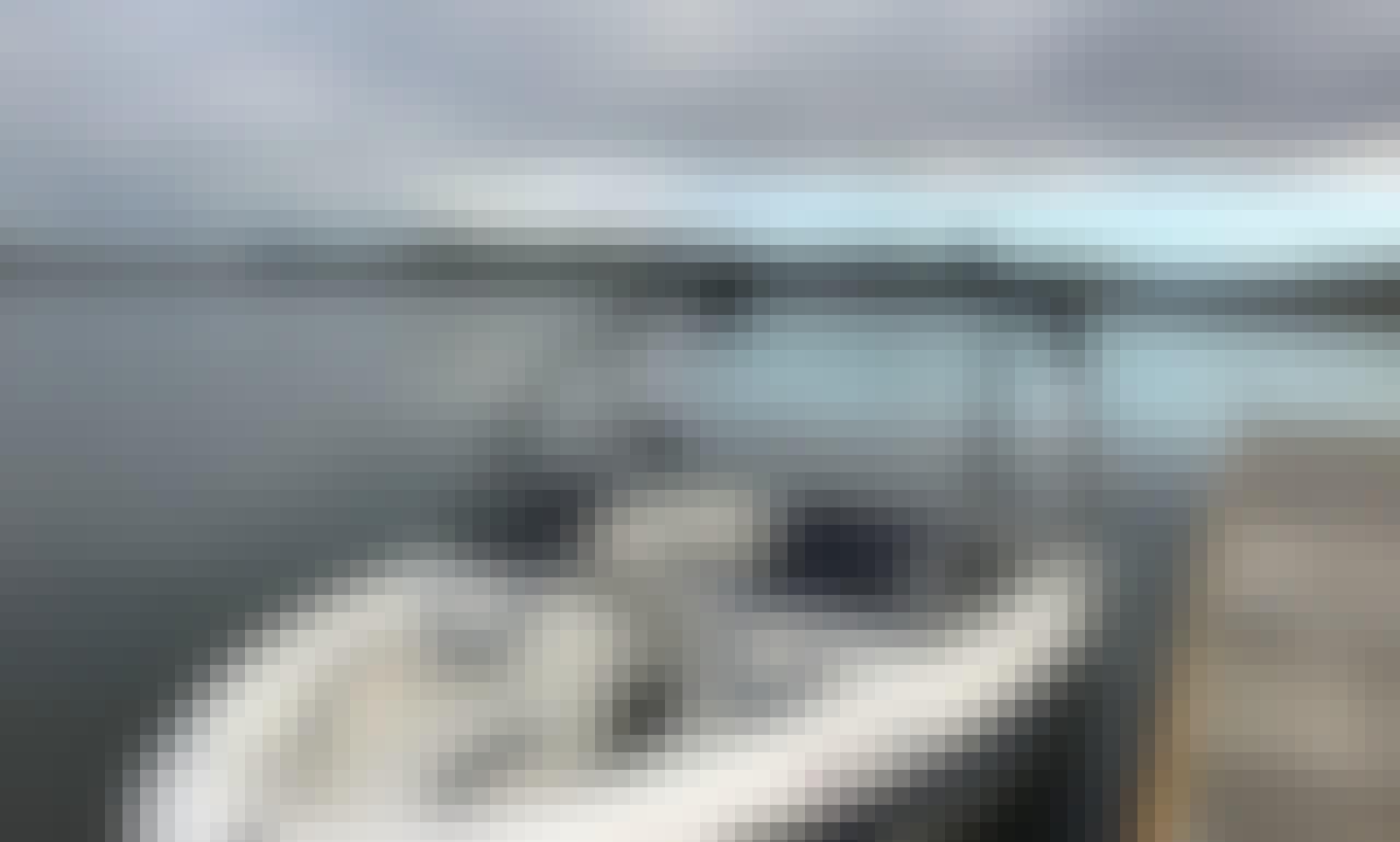9 Passenger boat rental in Hensley Lake, CA