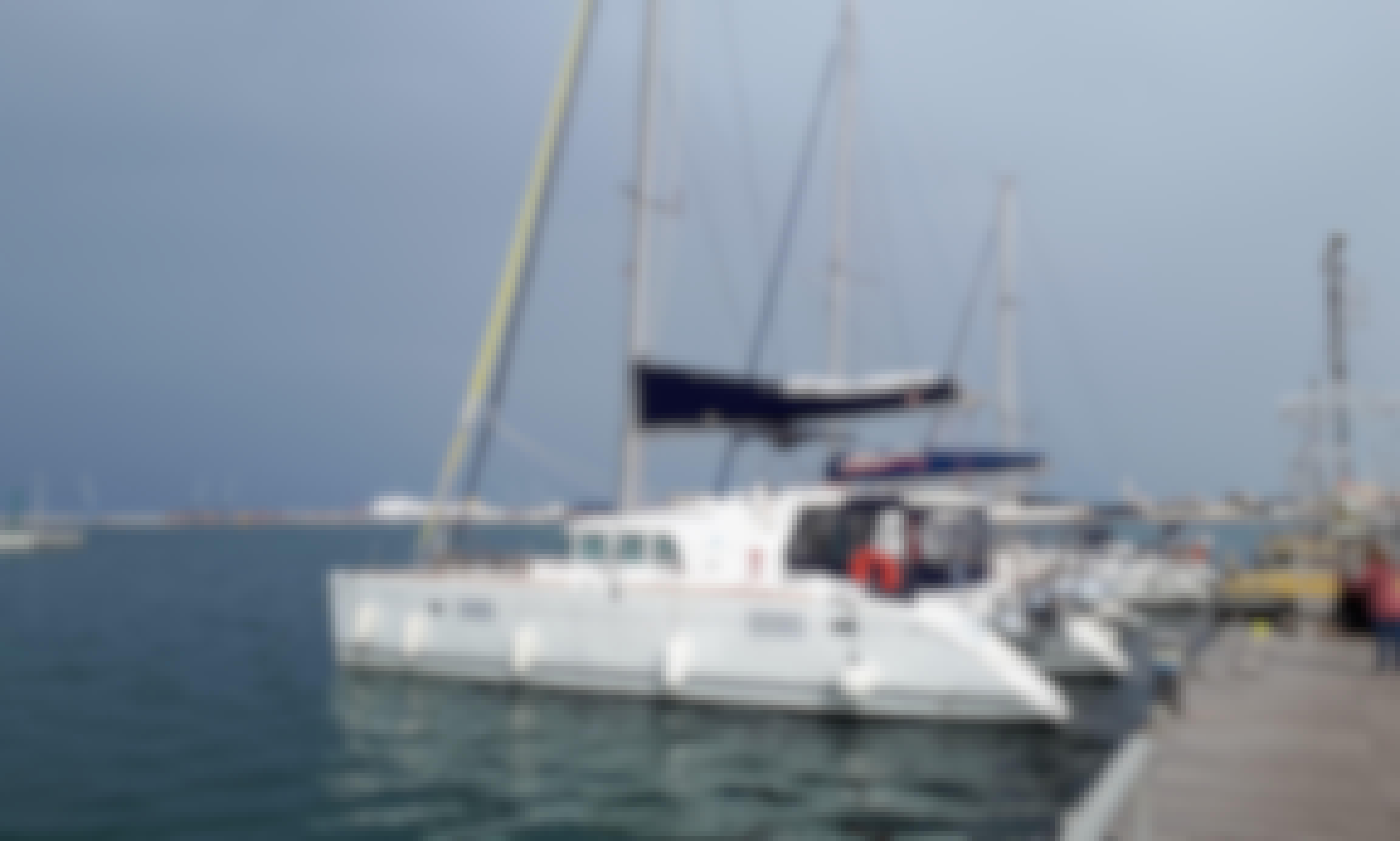Chocolate, a dream catamaran to navigate the Galician coast