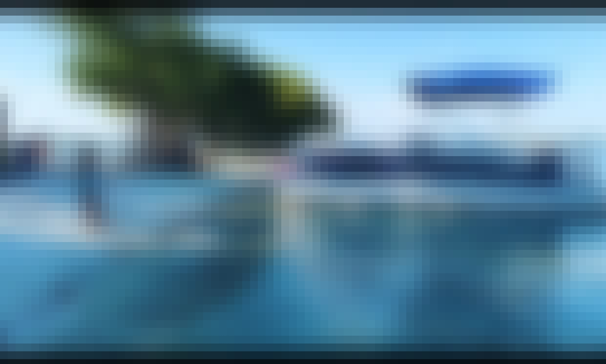 Pontoon Rental for 12 People in North Miami Beach, Florida with Friendly and Professional Crew