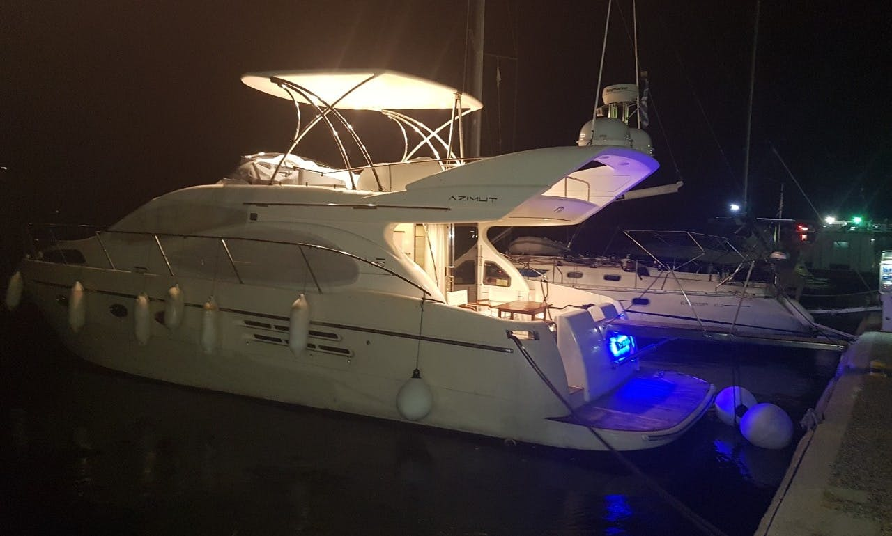 Motorboat Azymut 46 fly for rent in Skiathos new port