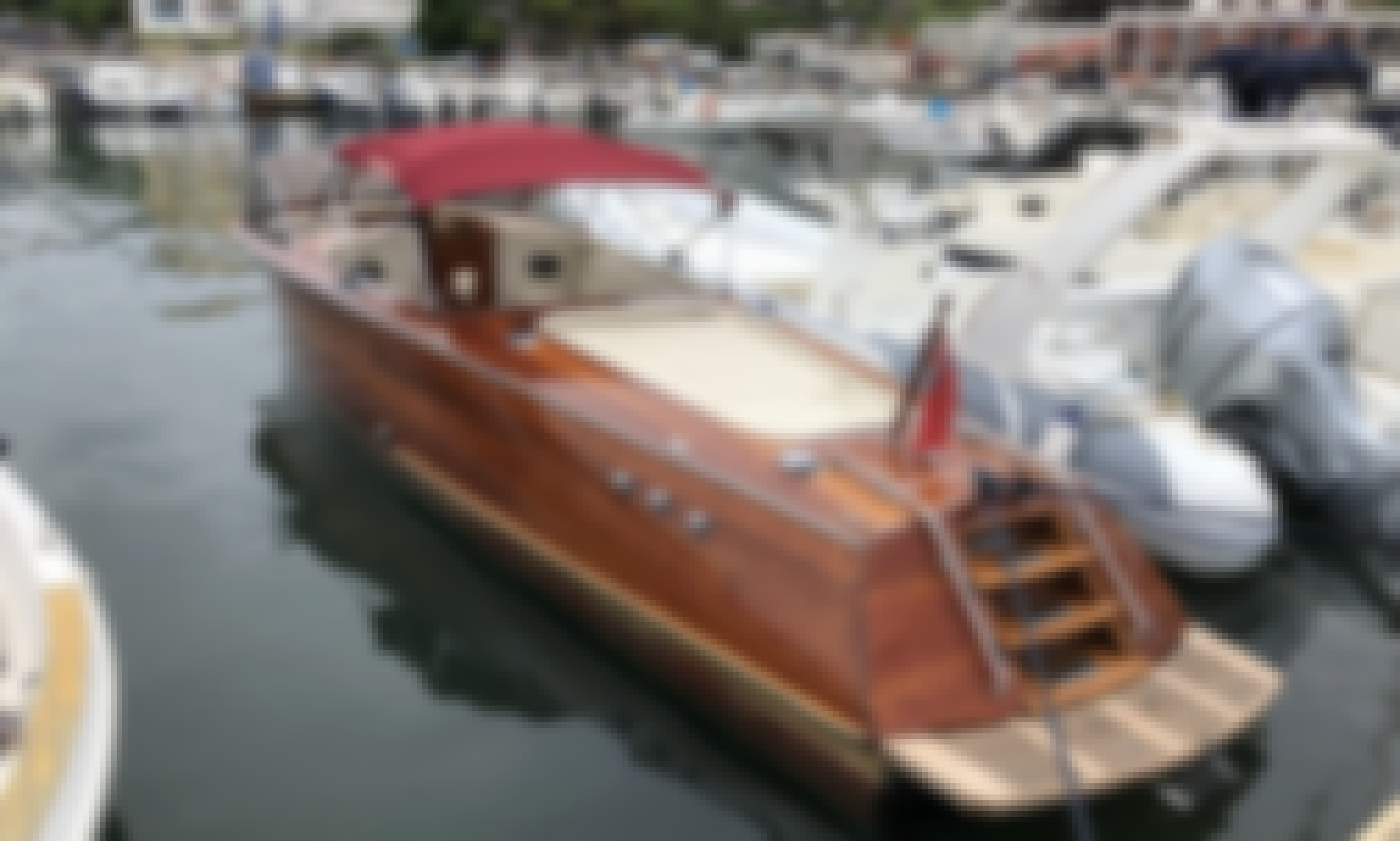 Iconic Motor Yacht  Riva Acquarama for Rental in Castellabate, Campania