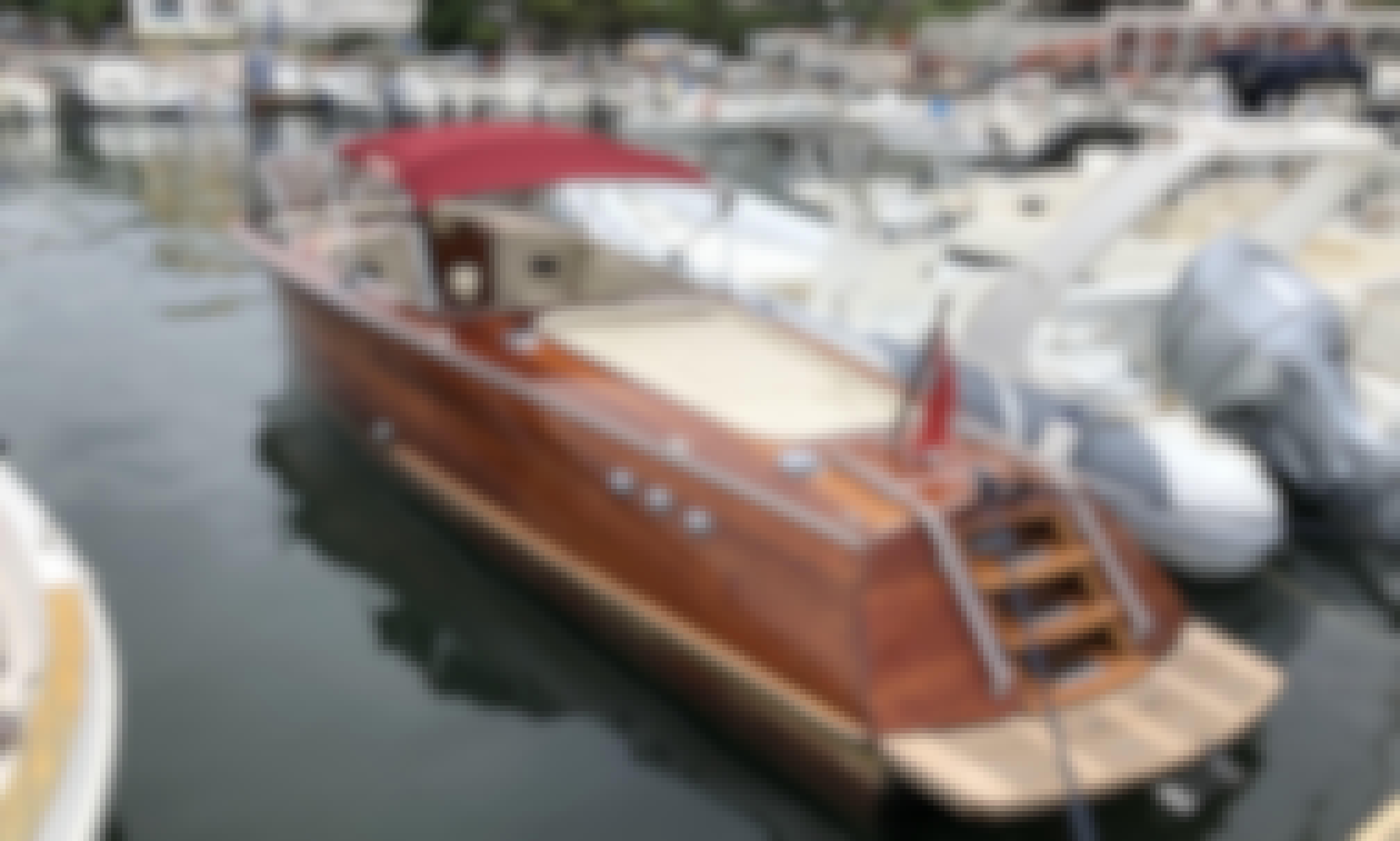 Iconic Motor Yacht  Riva Acquarama for Rental in Castellabate, Campania