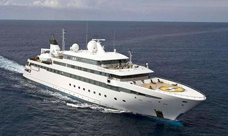 295ft 'Lauren L' Power Mega Yacht Charter in Dubai!