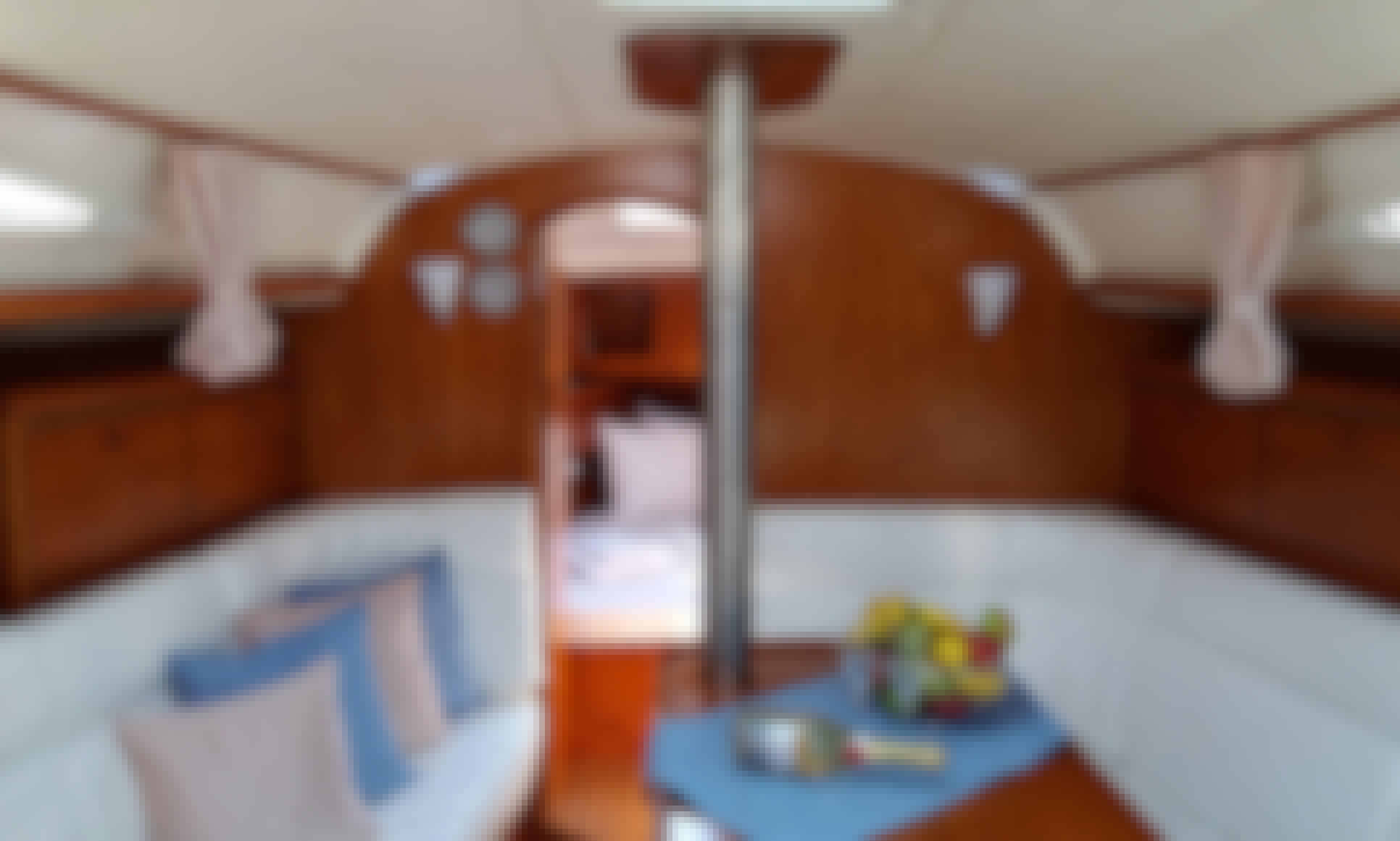 Sailing Trip on 35' Sun Oddysey Cruising Monohull in Bolivar, Alimos