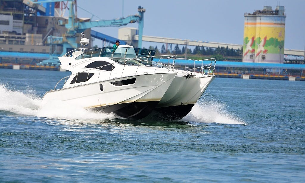 45' luxury yacht for 16 people at Kaohsiung Pier22, Taiwan