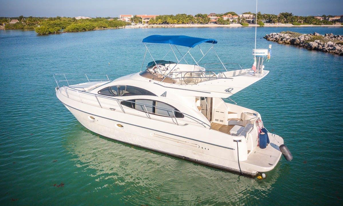 42 ft Azimut Motor Yacht Rental for 15 People in Playa del Carmen, Mexico