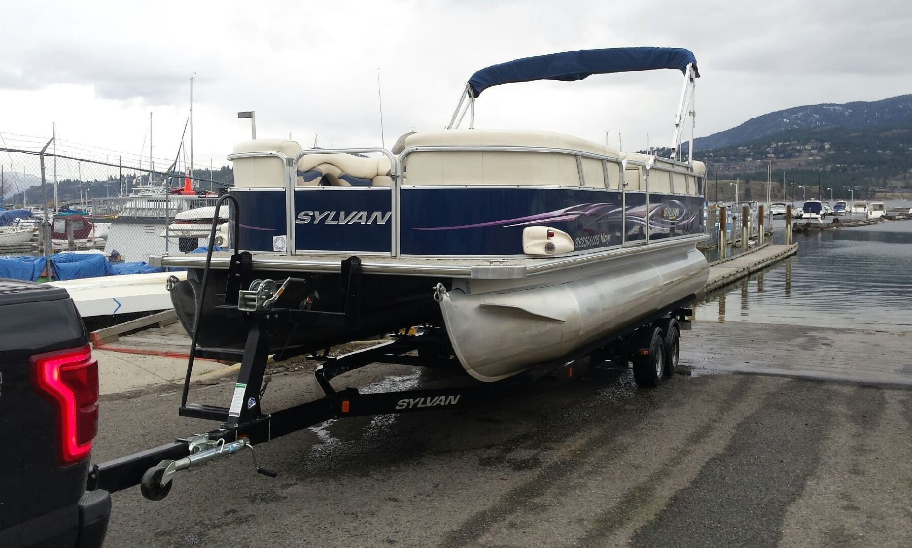 23 ft Sylvan Mirage Pontoon 8522 Available for Rent in Kelowna, Canada