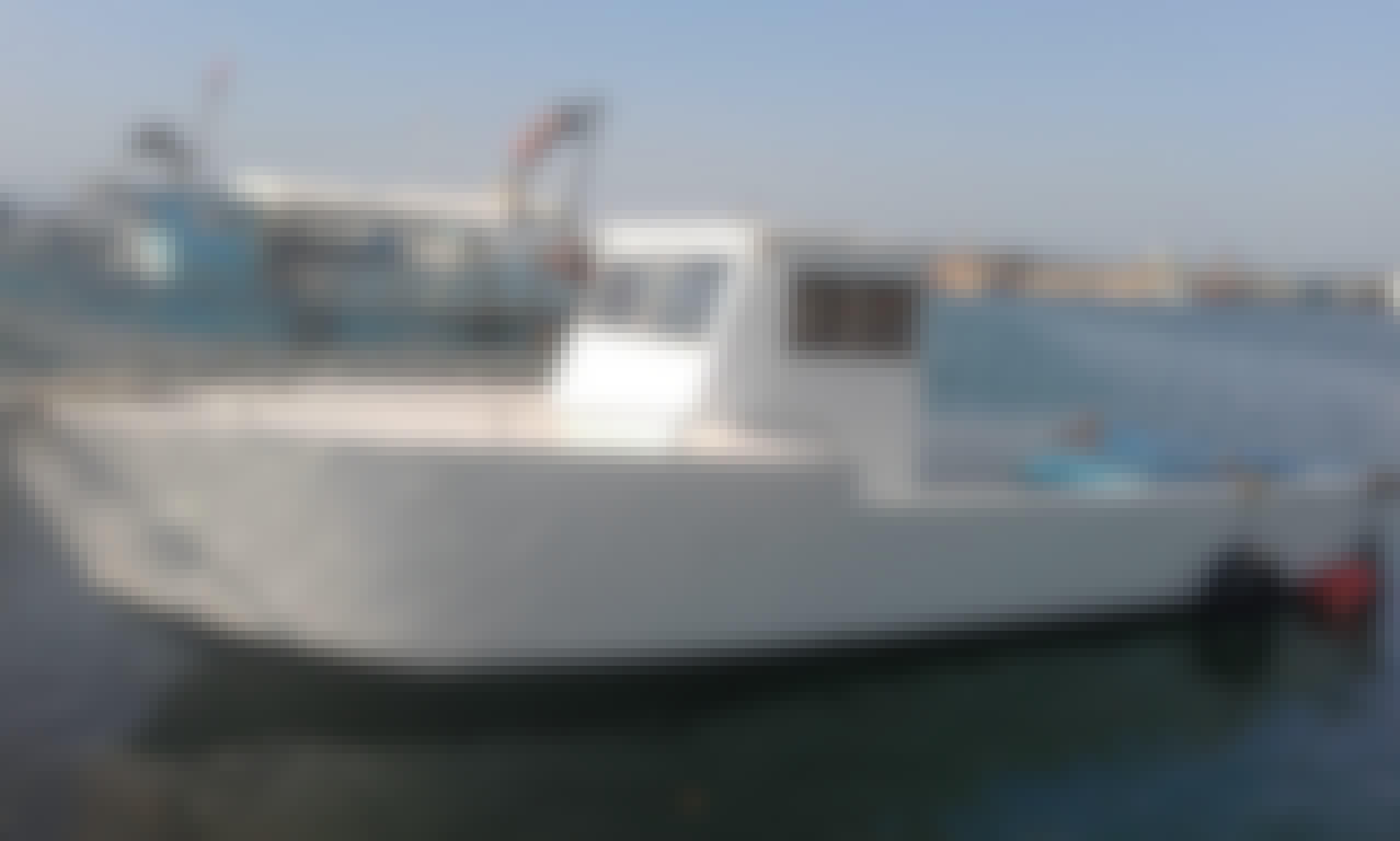 Center Console Boat Rental in Orikum, Qarku i Vlorës for 6 Person!