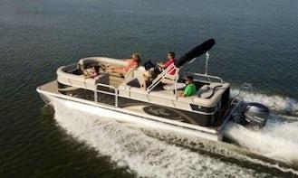 2015 Sunchaser Pontoon Boat Rental On Lake Winnebago In Fond du Lac, WI