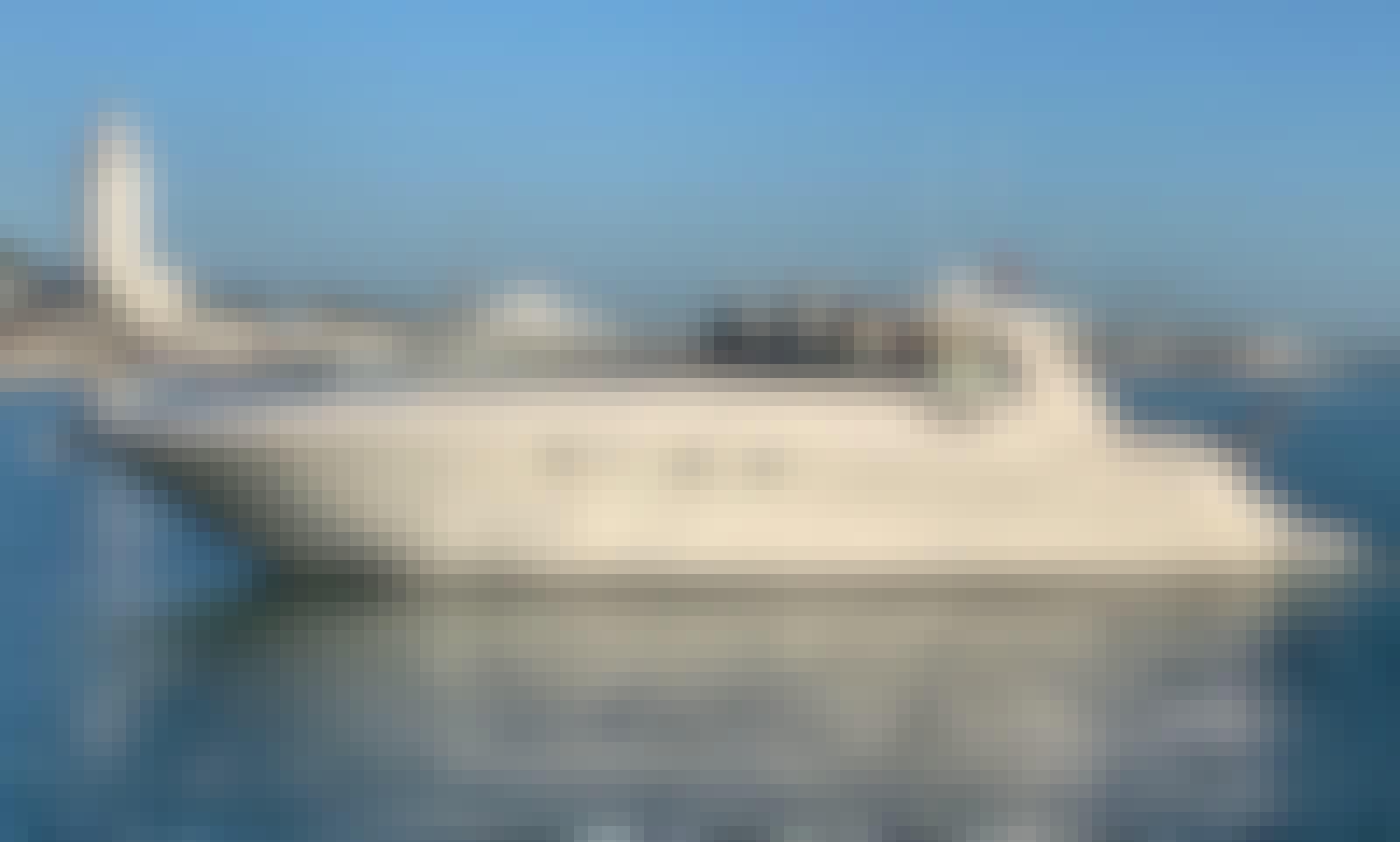 Charter the 51´ Sea Ray 510 Sundancer Yacht in Málaga City, gas included up to 40 miles!