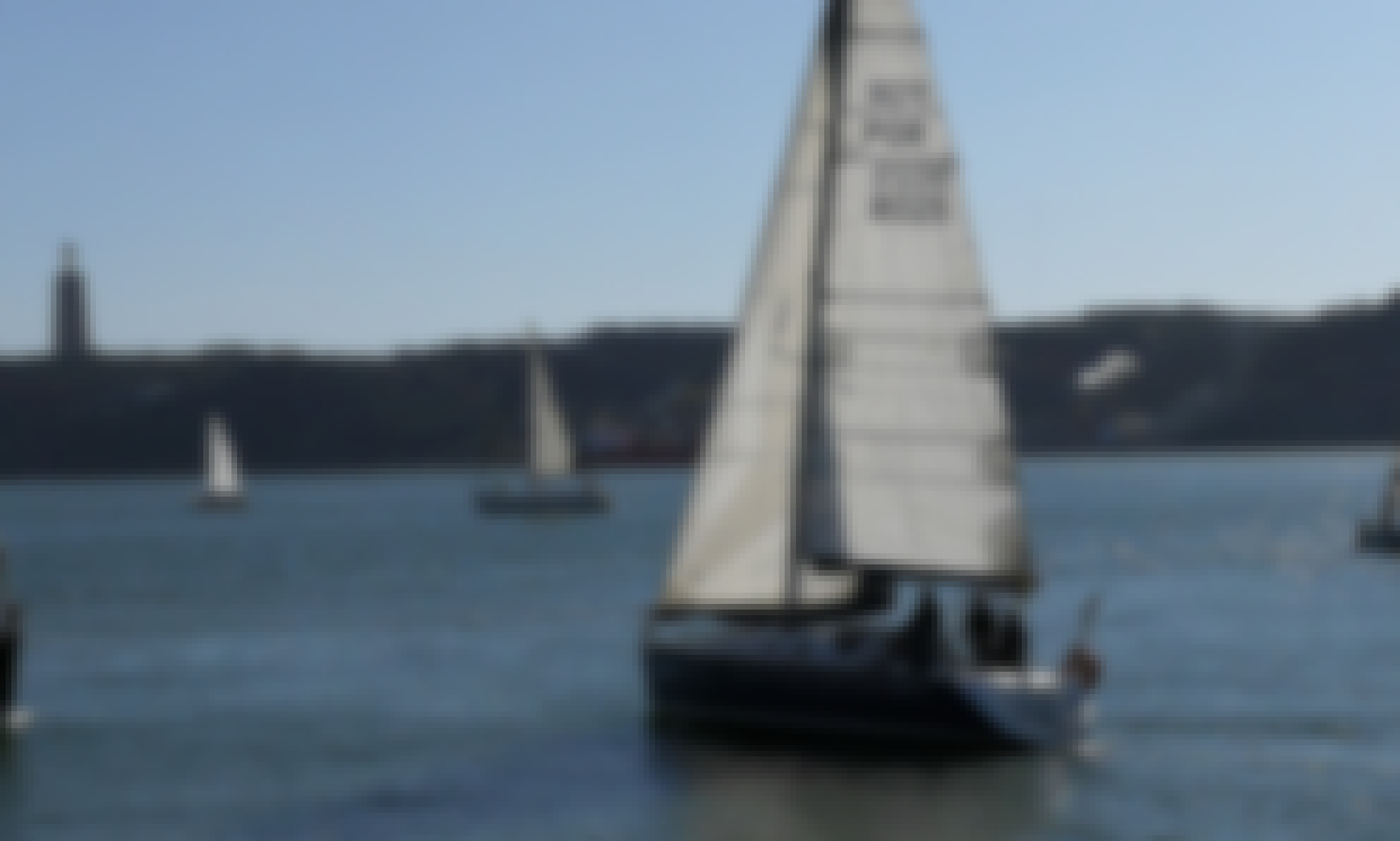 Lisbon Seightseeing Cruising Aboard a 31 ft Cruising Monohull for 6 People