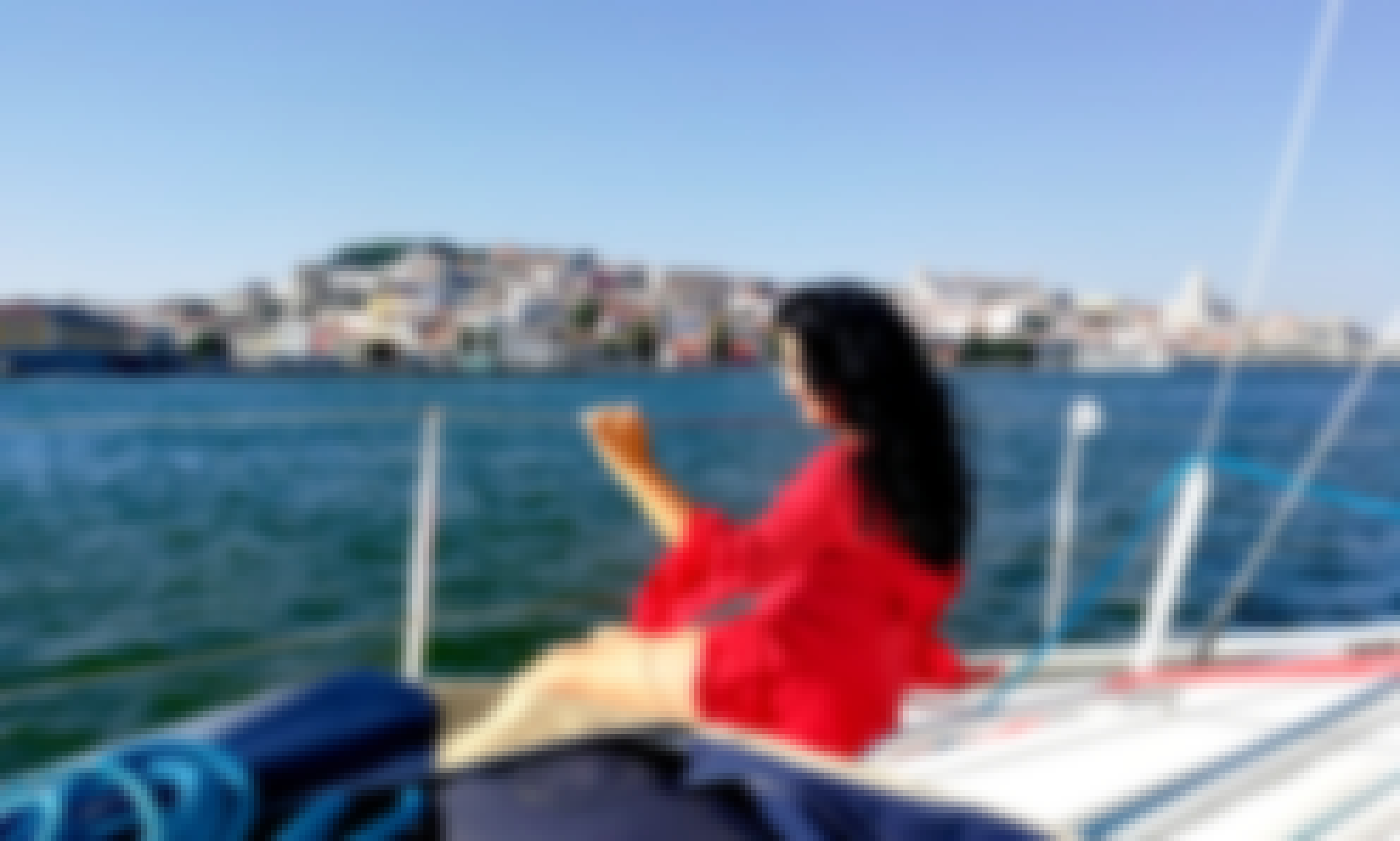 Coastline Sailing Aboard a 31 ft Cruising Monohull for Up to 6 People in Lisboa, Portugal