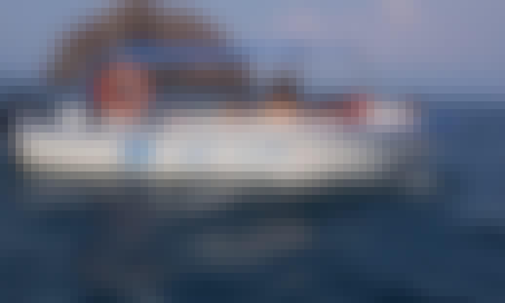 Rent Powerboat for 6 People in Puntarenas, Provincia de Puntarenas
