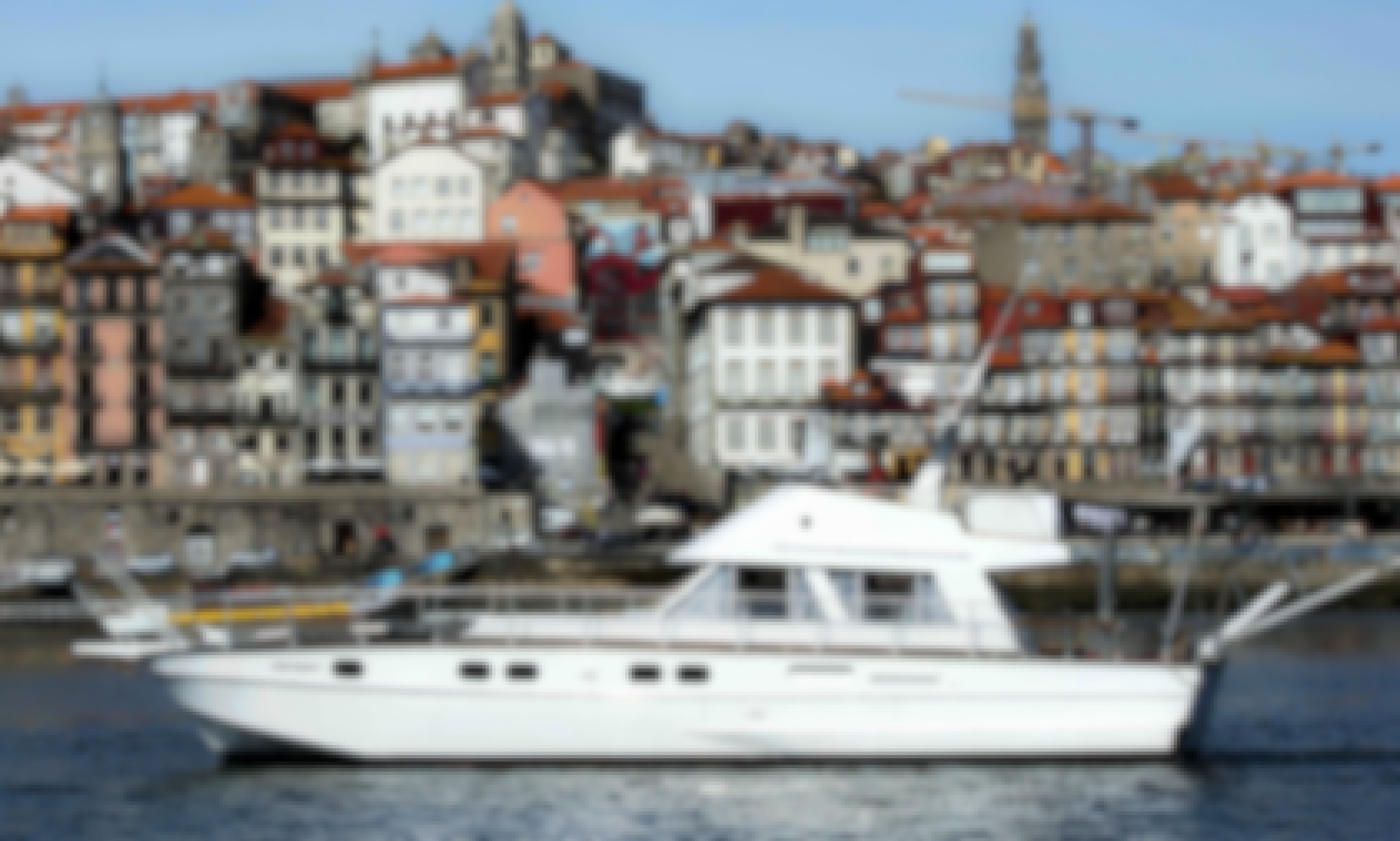 Oporto: Aresa 15E Motor Yacht for Charter in Porto, Portugal